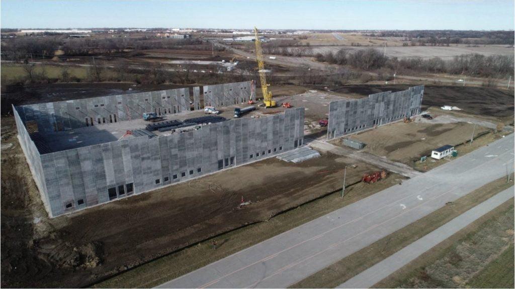 Amazon Confirms Bondurant Fulfillment Center, Facility to Create 1,000 Full-Time Jobs 2