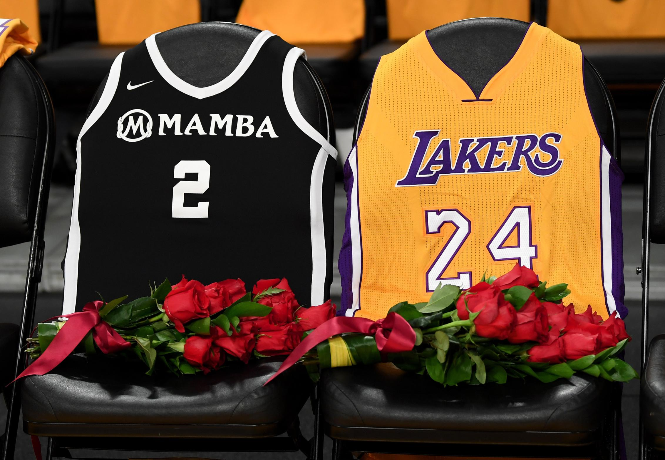 Lakers Honoring Kobe Bryant With Court Logo, Jersey Patch and T-shirt Draped Seats 2