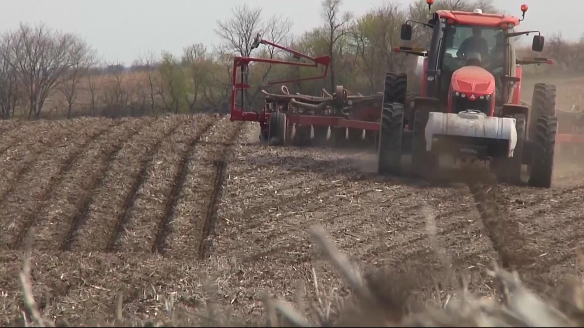 Iowa Farmers Get to Work Planting 8