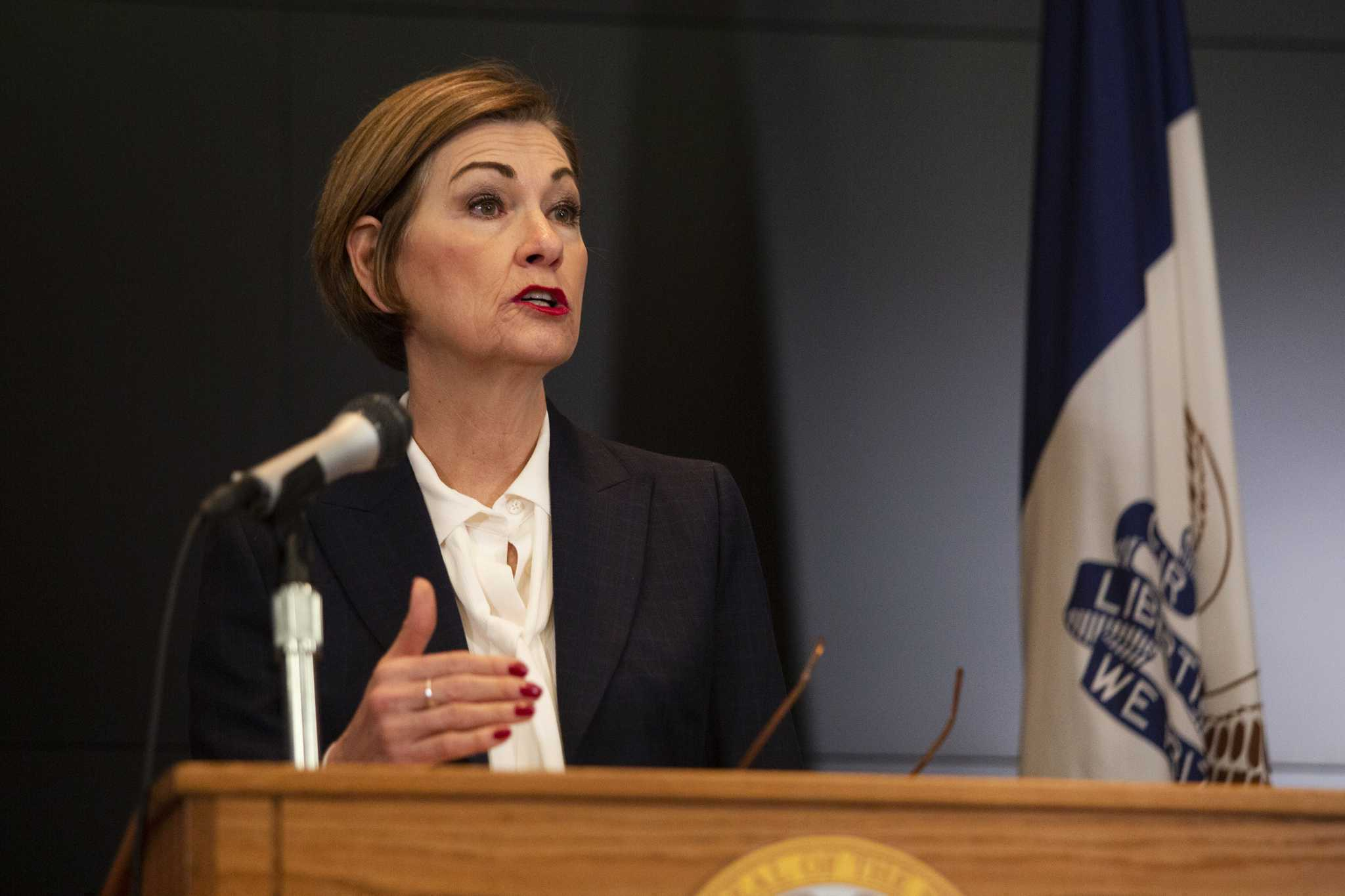 Iowa Police to Enforce Governor's Ban on Gatherings 7