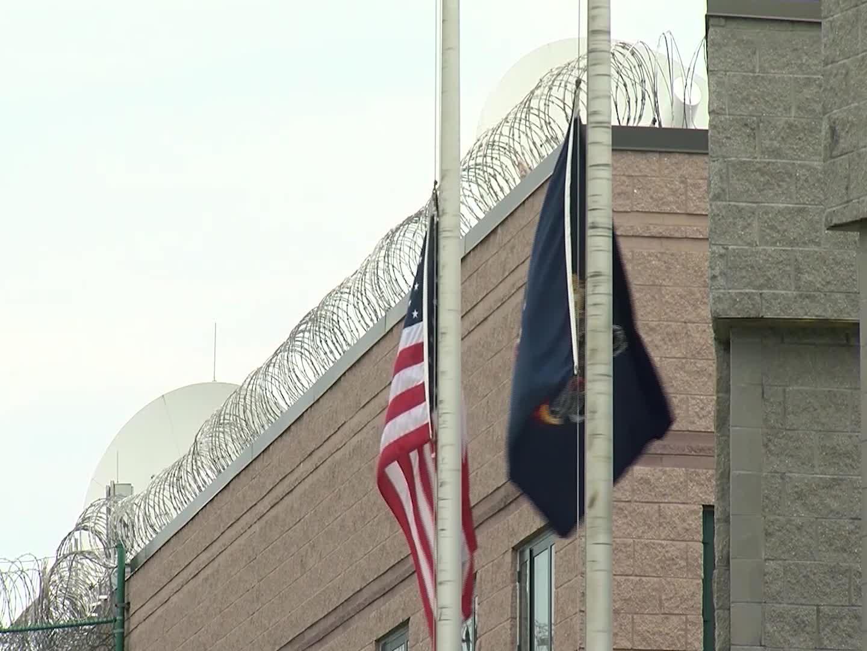 Lawmakers pressure Bureau of Prisons to stop inmate transfers 1