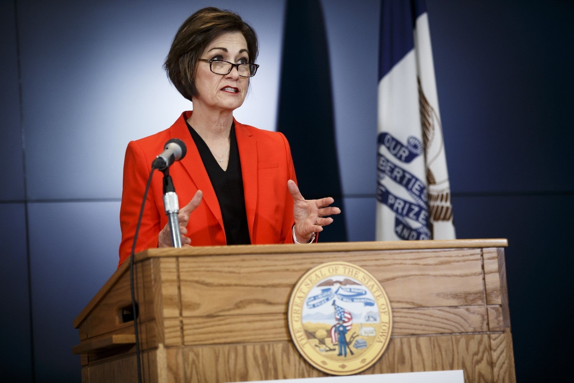 Researchers Warned Iowa Governor Not to Relax Virus Limits 14