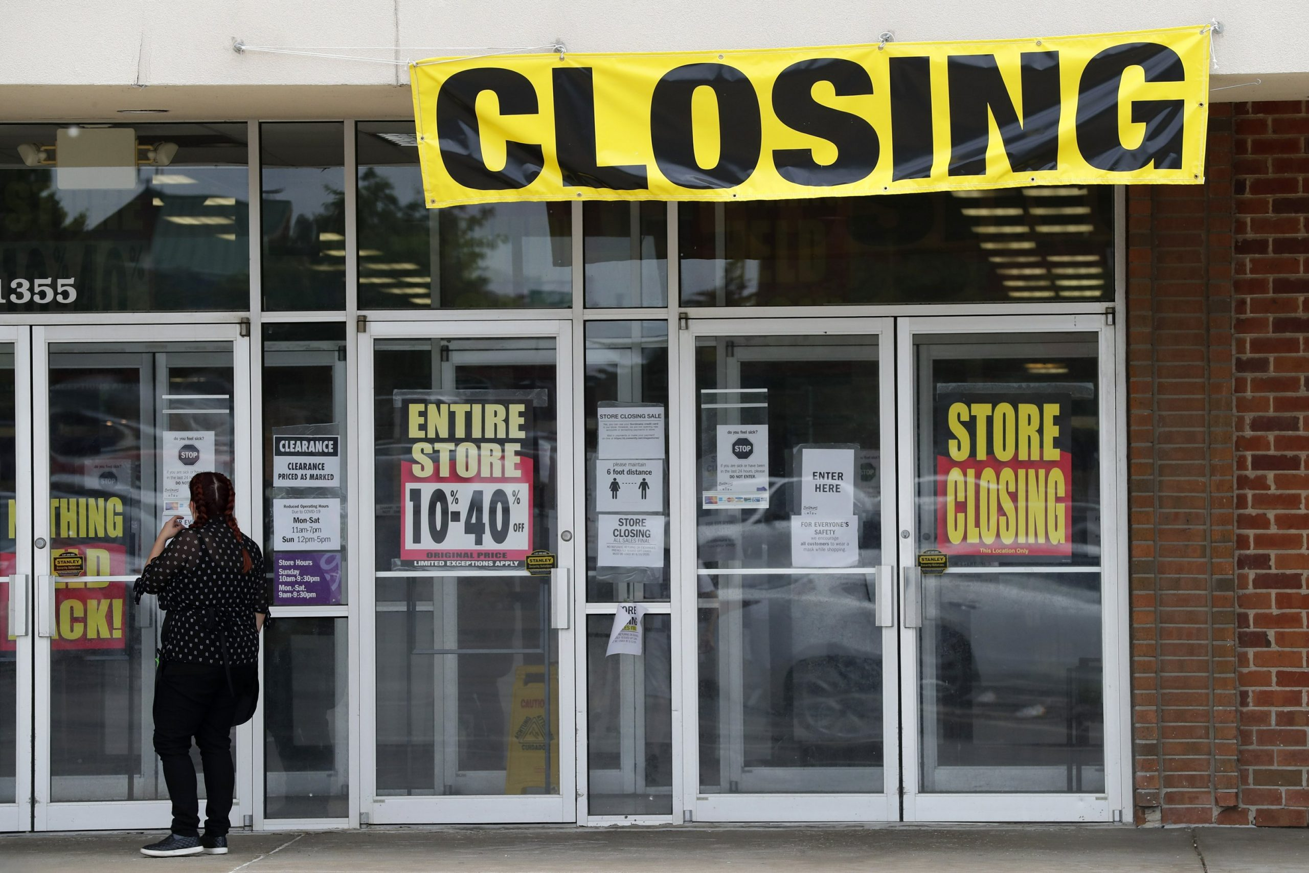 US Consumer Spending Sinks by Record 13.6% in Face of Virus 10