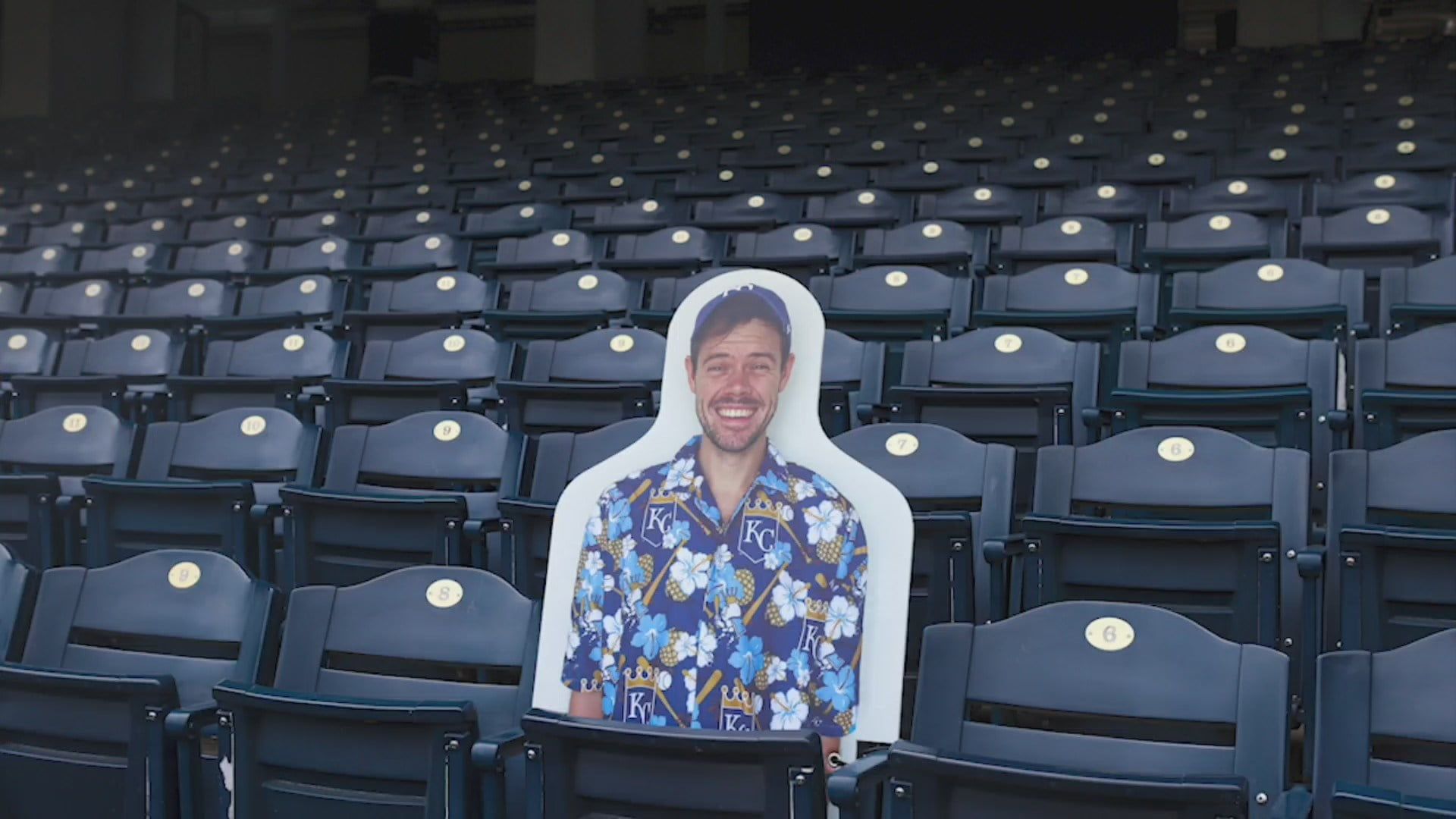 Kansas City Royals Putting Cutouts of Fans in Stands to Fill Seats During Games 4