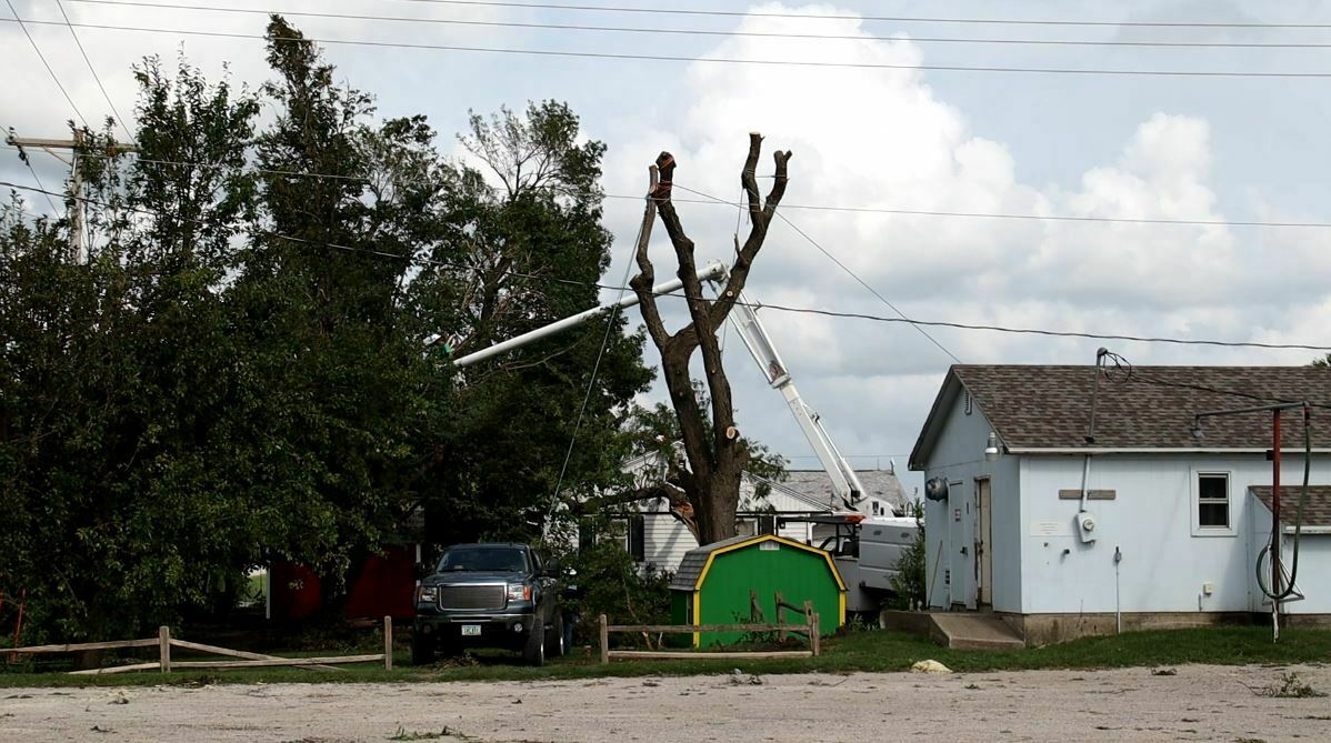300,000 Iowans Spending Another Night Without Power As Derecho Storm Damage Cleanup Continues 1